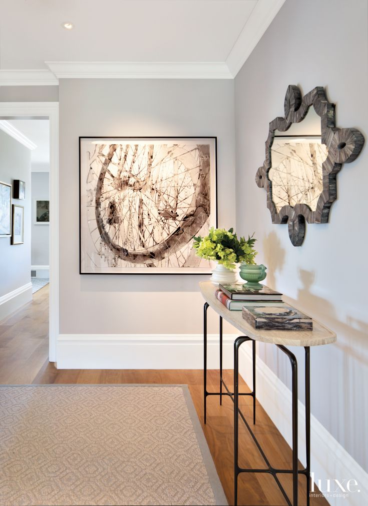 Jeffers appointed the foyer with artwork by Katina Huston from Dolby Chadwick Gallery, a mirror from Plantation and a sculptural console by Caste from De Sousa Hughes. Jody Pritchard and Kylie Gabbard of PritchardPeck Lighting handled the recessed fixtures throughout.