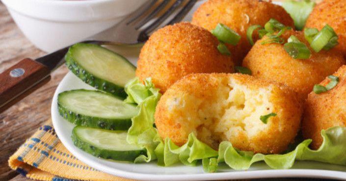 Karfiol fasírt - Salátával, vagy rizzsel is tálalhatod. Mi majonézbe tunkolva is képesek vagyunk megenni! :)  Hozzávalók:  1 kisebb fej karfiol 2 szem nagyobb burgonya 2 tojás 3…