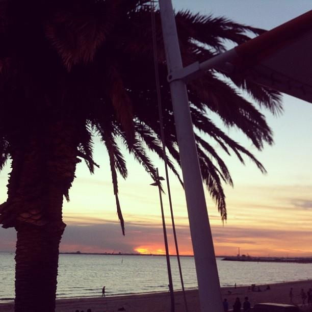 An amazing sunset in at St Kilda foreshore Stokehouse shown in the awesome image by Rose Diner and Bar @rosedinerbar