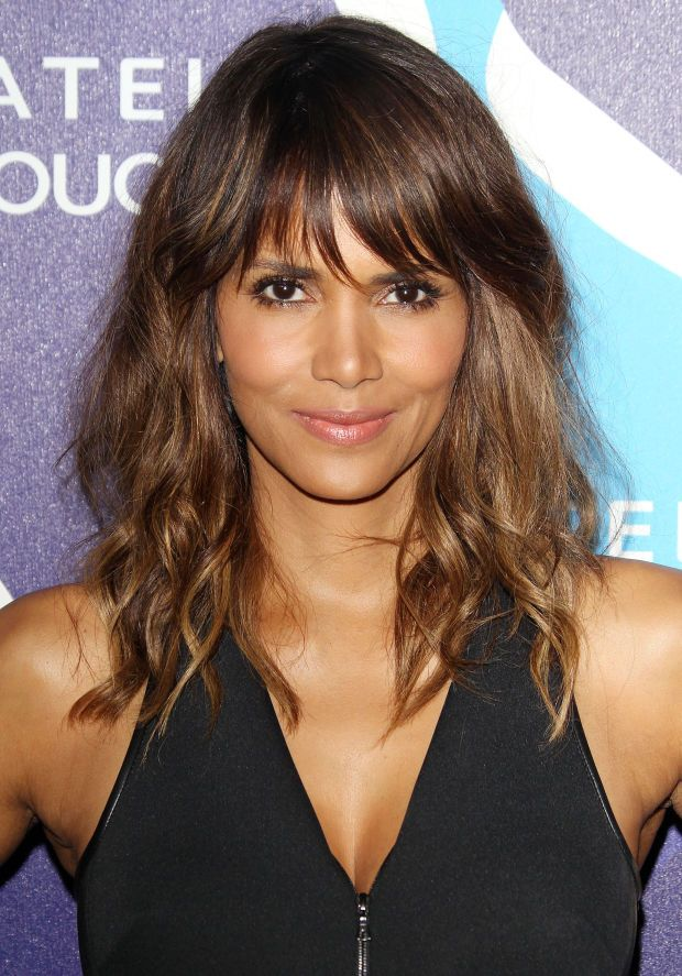 Halle Berry at the 2015 unite4:humanity event. http://beautyeditor.ca/2015/07/10/best-hairstyles-medium-wavy-hair