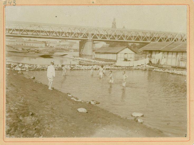 Kąpiel przy moście