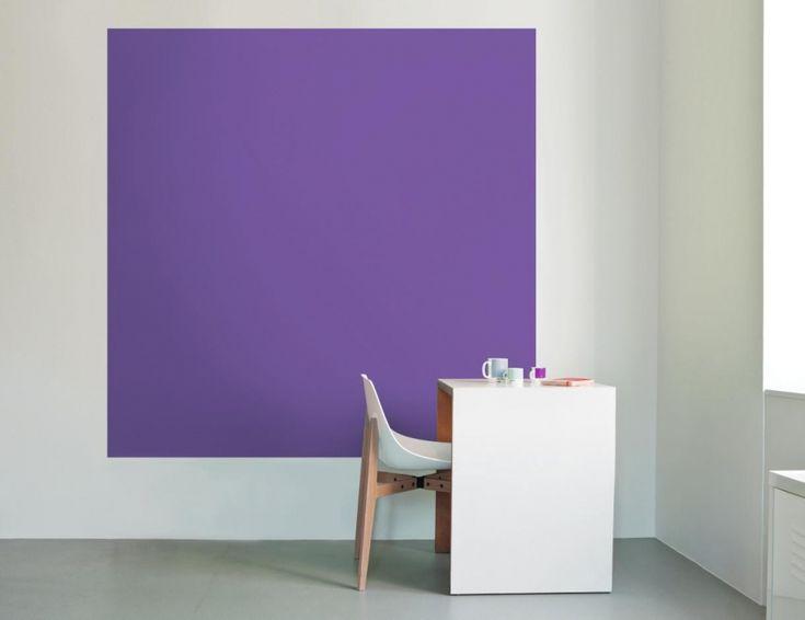 """La marque Tollens suggère d'apposer sa peinture UltraViolet - issue de sa Collection """"Inspired by Pantone"""" - sur les murs comme un grand tableau de couleur. #violet #ultraviolet #pantone #mur #peinture #tollens #purple #walldecor"""