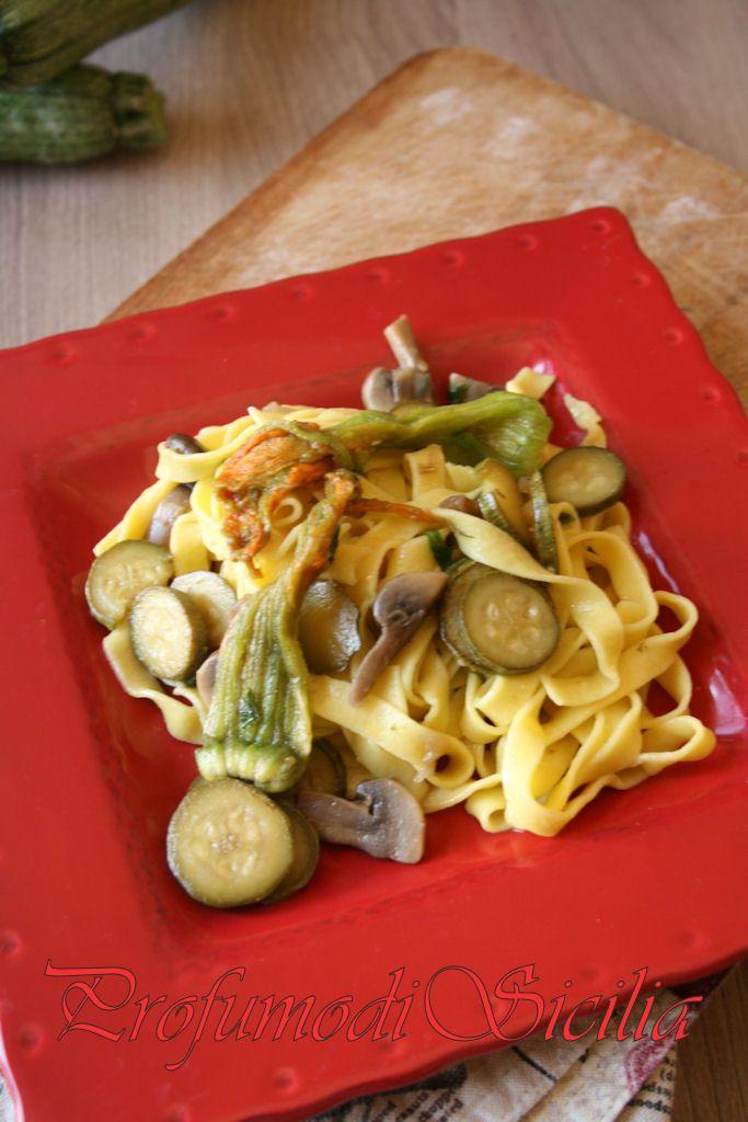 Tagliatelle all'Uovo con Zucchine e Funghi | Food Blog |Profumo di Sicilia