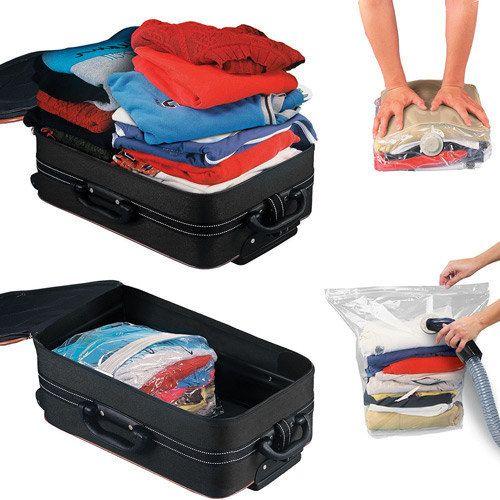 Além de reduzir espaço em malas, os sacos a vácuo são uma excelente opção para guardar cobertas e casacos volumosos no armário.