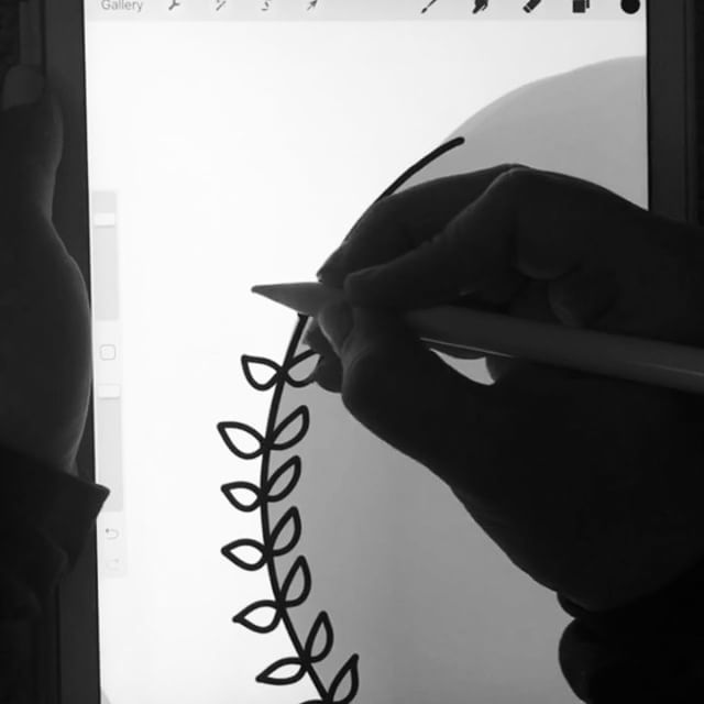 Okay, who's obsessed?!? Raise your hand!  . . . Procreate App. Apple Pencil on iPad Pro. . . #blackandwhite #letteringvideo #ipad #ipadpro #ipadlettering #wreath #laurel #leaves #duplicate #handlettering #handletter #handlettered #lettering #letter #lettered #handtype #type #typedaily #thedailytype #typespire #calligraphy #moderncalligraphy #script #scriptlettering #font