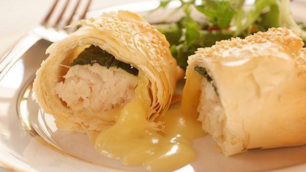 Ingredients ½ Packet rocket 10 ml Margarine 15 ml lemon juice 8 Phyllo pastry sheets 15 ml Sesame seeds 1  sachet KNORR Classic White Sauce, prepared as per