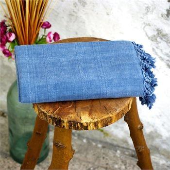 Taşlama Pamuk Peştemal                                   - Vintage ruhunu kaybetmemiş, usta ellerin doğal pamuğun saflığıyla birleştirdiği peştemaller taşlama efekti ile daha da iddialı... Ebat: 80 x 160 cm Renk: Mavi Kumaş Türü: % 100 Pamuk Paket İçeriği: 1 peştemal Ürün Özelliği: Bu üründe doku ve kumaşa özel efekt vermek için yıkama ve taşlama işlemleri tümüyle el işçiliği ile yapılmıştır. Ürünler üzerinde ve arasında bir takım farklılıkların görünmesi doğaldır. Yüksek su emişi, kolay…