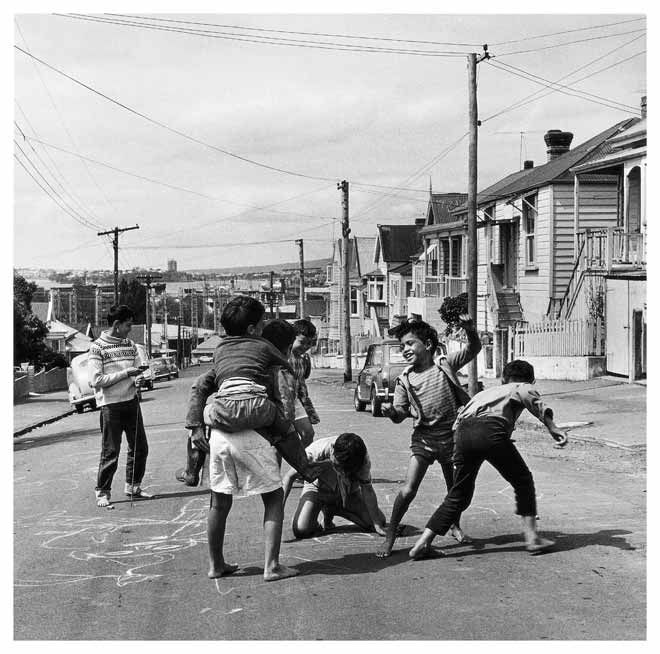 Playing on the street – City children and youth – Te Ara ...