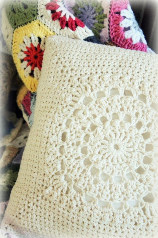 the stitch pattern - http://www.ravelry.com/patterns/library/circle-of-friends-square