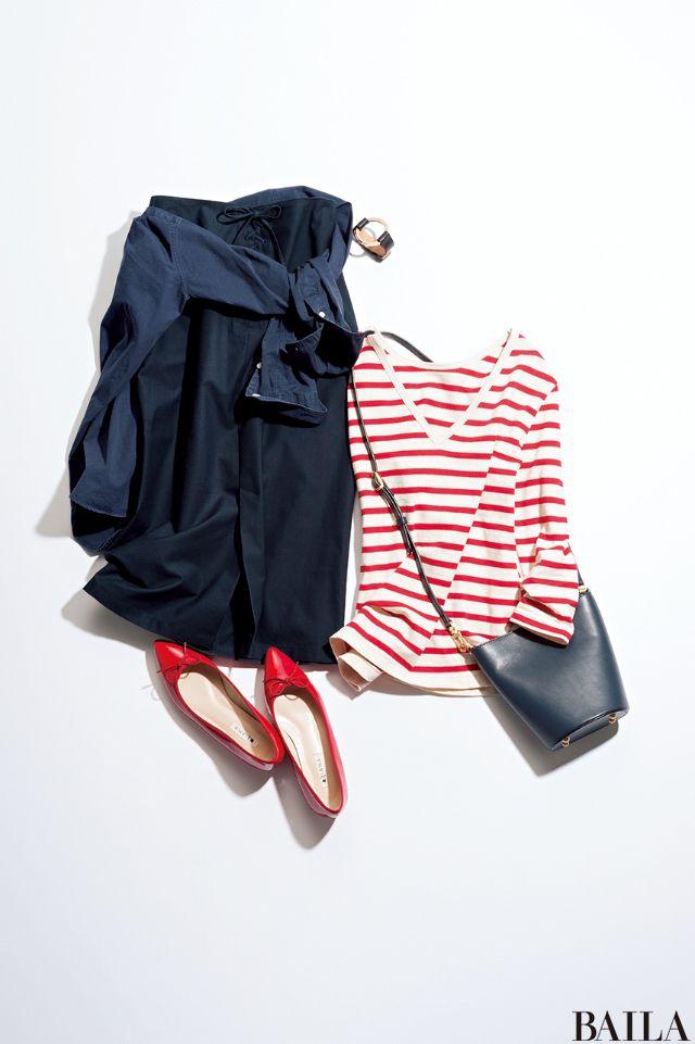 今日で6月も最後! 夏に向けてワクワクする気分を、フレッシュなレッドに託してコーディネートしてみましょう。胸元が開いた今年らしい赤×白のボーダートップスを、ネイビーのタイトスカート&シャツでキリリと仕上げれば、通勤もOKなサマーマリンスタイルに。歩きやすいローヒールを履くなら、ポ・・・