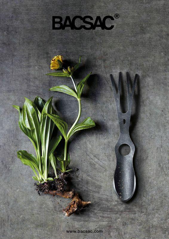 LUCANE - BACSAC tuingereedschap Handgemaakt uit carbonstaal door een Nederlands familiebedrijf. Extreem robust, dit tuingereedschap heeft een levenslange garantie. Tuingereedschap om te graven, te planten, te herplanten, te eggen, en om te harken… Geïnspireerd op een mannelijk Vliegend hert en als intermediair tussen de hand en de aarde, draagt deze GARDEN FETISH bij aan het vruchtbaar maken van aarde.