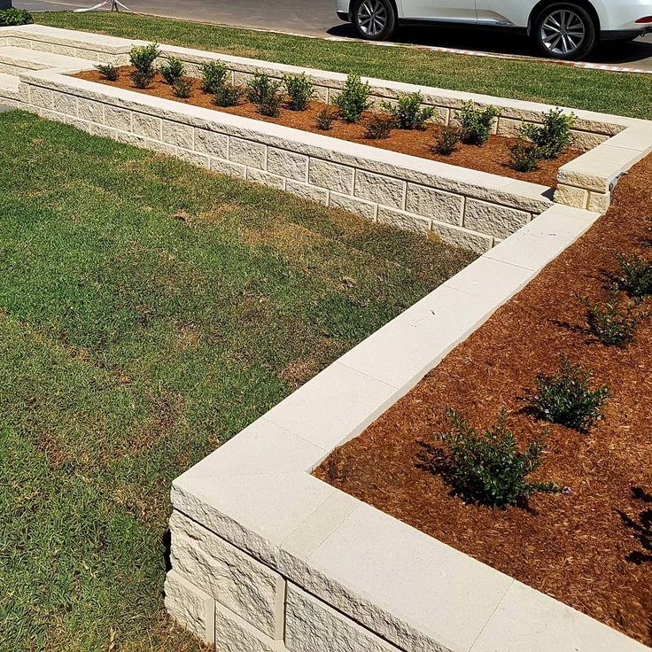 Amber Tiles Kellyville: Heron Block retaining wall and stairs by Redbelly Landscapes
