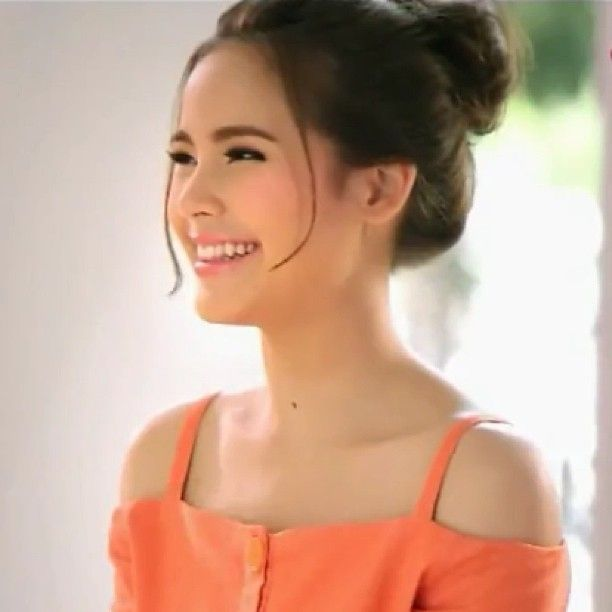 Its not just because of her beauty but i think because of her down-to-earth attitude First girl crush ever