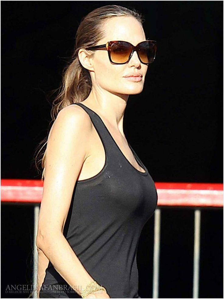 Liat deh, CUMA you can see hitam, kacamata, jeans hitam = KEREN!