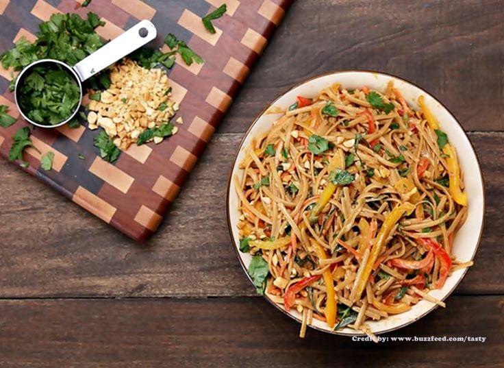Vegetarianos e Veganos: Salada de Linguini com Manteiga de Amendoim I Peanut Noodle Pasta Salad