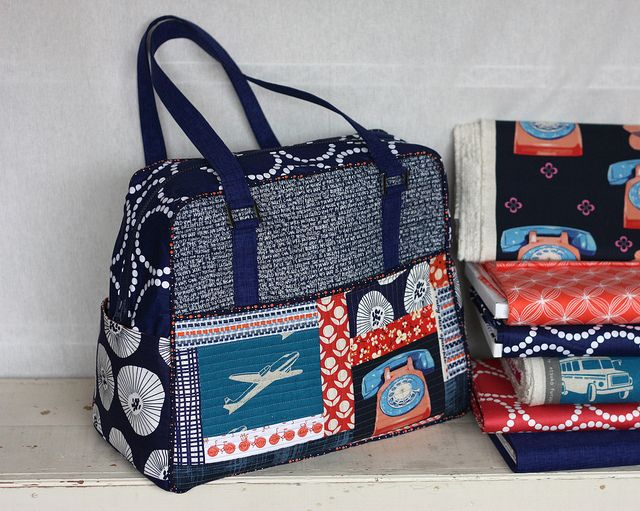 Lots of tips for making the Weekender Bag by Amy Butler by pink chalk studio, via Flickr
