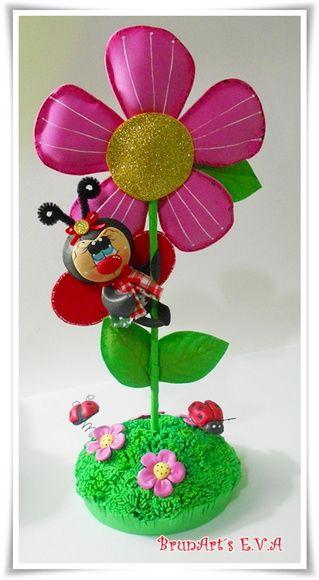 Lindo enfeite em eva 3d pode-se usar na sala, quarto, cozinha mede aprox 30cm de altura Mudamos as cores da flor e a Joaninha por abelha ou borboleta  Que cantinho não fica mais charmoso com este lindo enfeite!