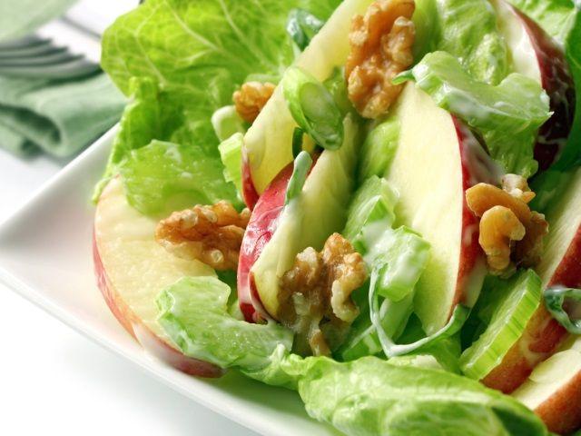 Что такое вальдорфский салат?
