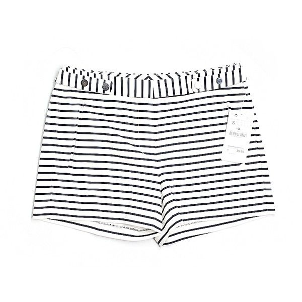 Pre-owned Zara Basic Dressy Shorts Size 4: Ivory Women's Bottoms ($16) ❤ liked on Polyvore featuring ivory