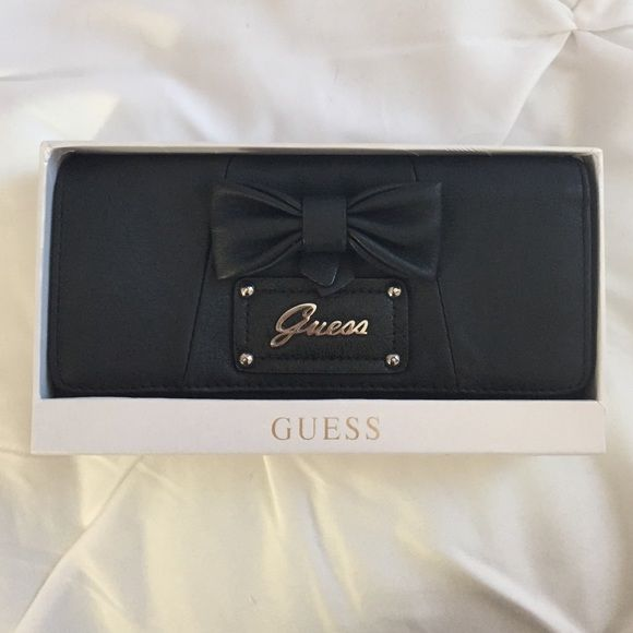 Guess wallet So cute!! This is a wallet but I had always used it as a clutch when I went out. Plenty of room inside! Guess Bags Wallets