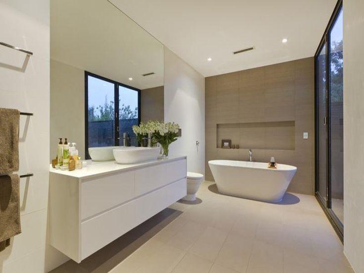 Modern bathroom design with freestanding bath using ceramic - Bathroom Photo 707503