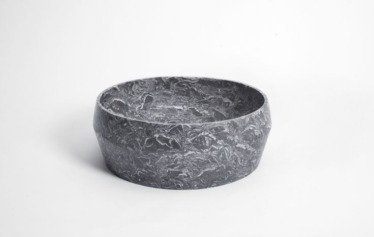 5 L - Grey St Marie marble | Mohs is a new collection of carved stone basins designed by Stefano Visconti for Purapietra. The name is a reference to the Mohs scale of mineral hardness, to the constant search for balance between opposing forces, in this case the strength of the name and the grace of the object.