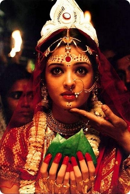Aishwarya's elaborate bindi in Devdas - Bengali bride - love the Bengali Bindi as well, big, and bold
