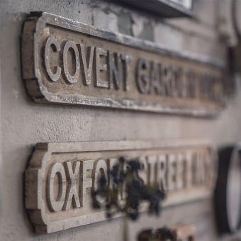 www.debongerd.nl Oude Engelse straatnaamborden.. dát is pas originele muurdecoratie! Ook leuk voor op de jongens slaapkamer.