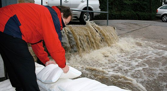 Welcome to Floodsaxdirect® | Floodsax® - the innovative, convenient, easy-to-use alternative to sandbags for flood and spill management