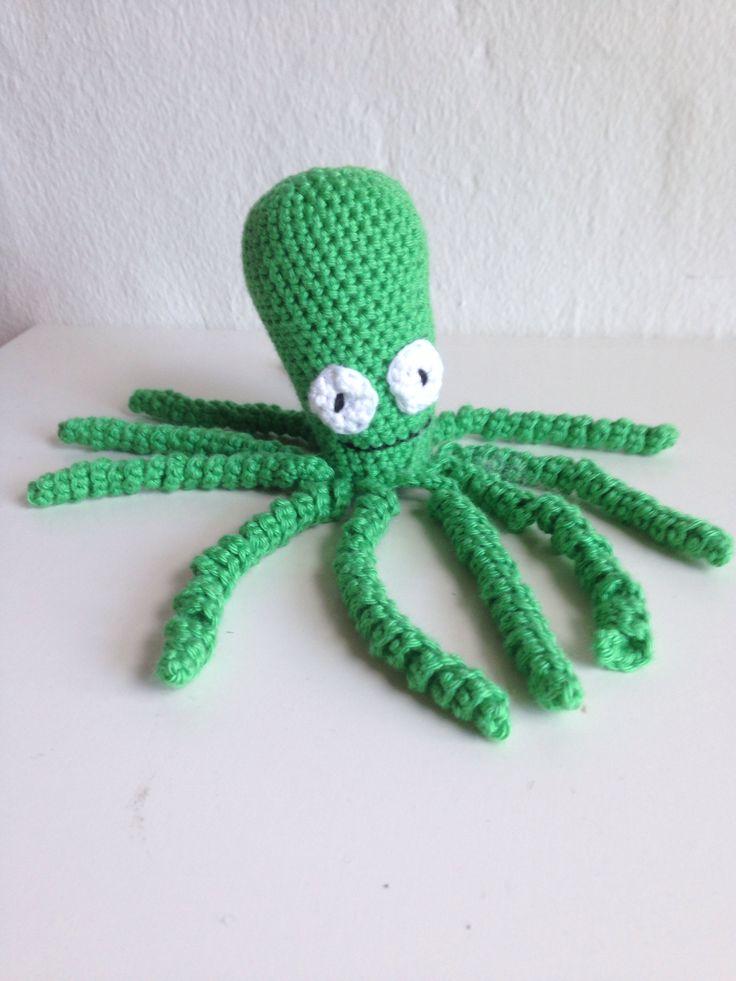 My 17th crochet project. A cute little ten-legged octopus. ~~~~~~~ Mit 17. hækle projekt. En sød lille ti-armet blæksprutte.