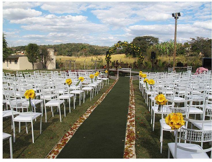 Uma boa opção pra quem quer realizar sua cerimônia e/ou recepção ao ar livre é alugar um sítio. Temos várias…