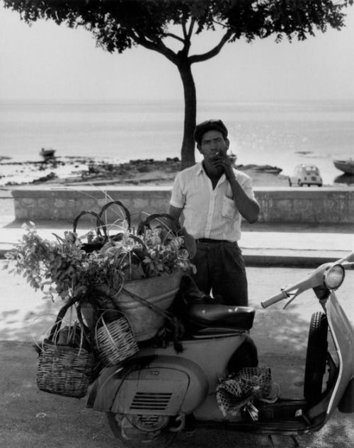 "fotojournalismus: "" Seller of mulberries, Sant'Elia, Sicily, 1975. Photo by Ferdinando Scianna """