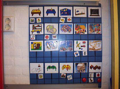 Op deze pagina vind je meer informatie over kiesborden (ook wel keuzeborden), planborden en takenborden. vraagje: hangen jullie op het kiesbord een kaartje van alle materialen en hoeken? Dus een plaatje van de lego, een plaatje van de K'nex, een plaatje van de puzzels, een plaatje van de klei. Of hangen jullie alleen kaartjes op [...]