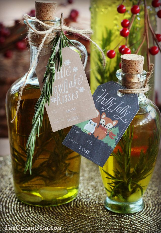Rosemary Garlic Olive Oil - Homemade Food Gifts @Jess Liu Taylor We should make this for Christmas presents!