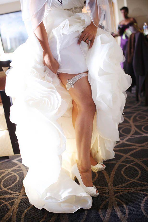 Glamorous wedding garter (Justin Wright Photography)
