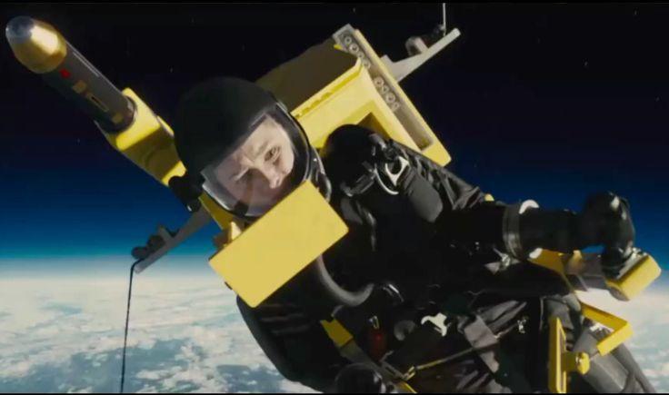 """English Preview of Kingsman (2015)  Colin Firth als James-Bond-Verschnitt, der mit einem Jungspund den durchgeknallten Samuel L. Jackson aufhalten muss. Und ja: das im Trailer ist wirklich Mark """"Luke Skywalker"""" Hamill."""
