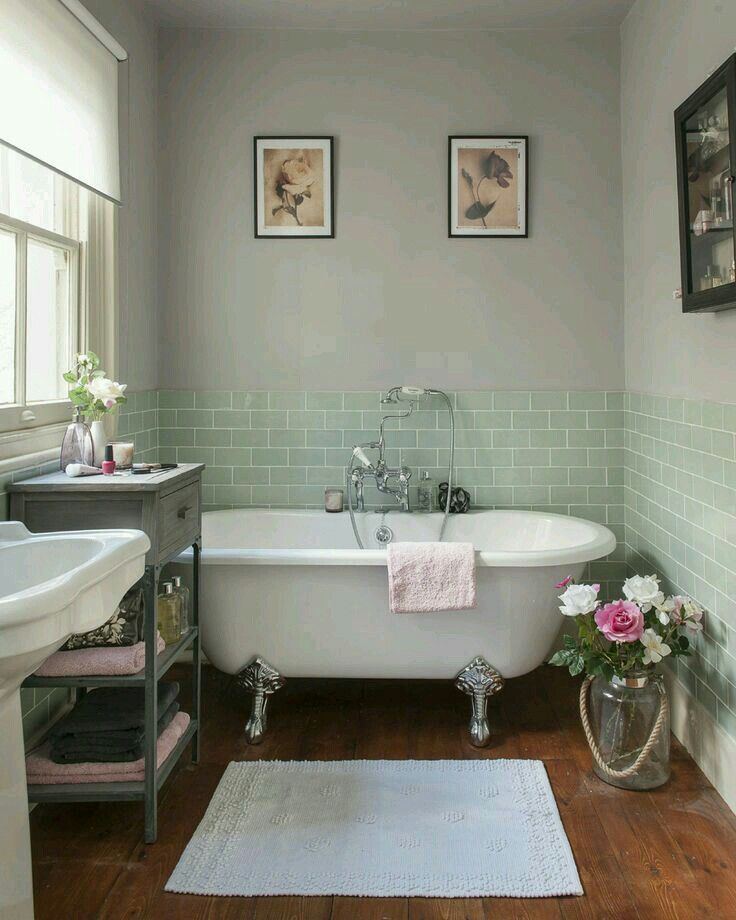 Country cottage bathroom ideas Victorian style small bathroom