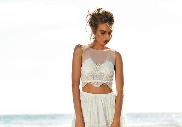 Γάμος στην παραλία: Alternative ιδέες για νυφικά φορέματα Η θάλασσα εμπνέει για πιο απλά όμως απίστευτα εντυπωσιακά bridal looks.
