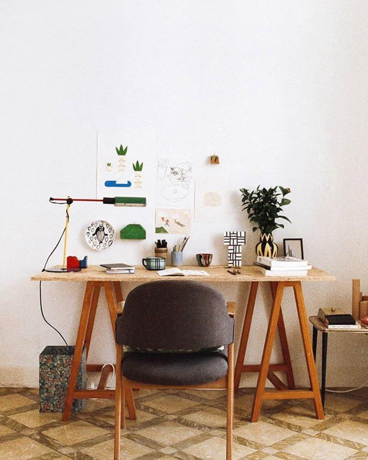 Back to routine time! We love this inspiring workspace by @fvonf what about yours?  #woodd #instagrampicks #illustration #design #creativity #art #music #stories #blog #instastyle #instamood #madeinitaly #vibes #roots #signs #twigs #desk #workspace #working #office #officelife #quality #handworking