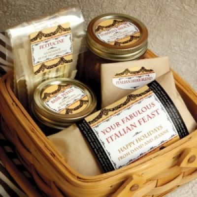 Homeade+Christmas+Gift+Baskets+Ideas | Everyone loves a home cooked meal. This tasty basket of Italian food ...