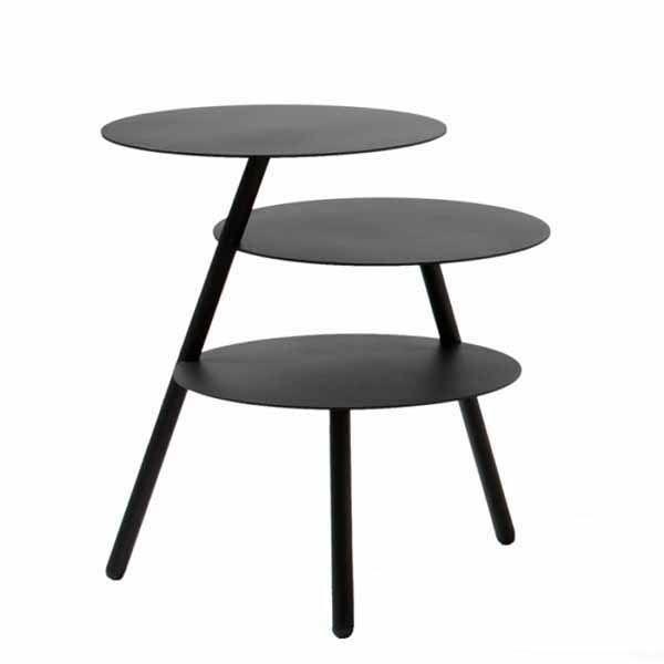 Bestel online @ SOOO.nl: de ronde design bijzettafel van zwart metaal heeft 3 tafelbladen op verschillende etages. De trays zijn van rond staal. Ook in wit. Pulpo Design.