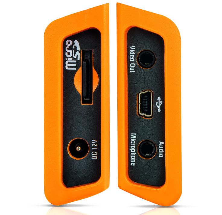 Serie THT Cámaras por infrarrojos con entradas laterales de toma de alimentador y compartimento de alojamiento tarjeta microSD. Por otro lado entradas USB, Video y Audio para micrófono.