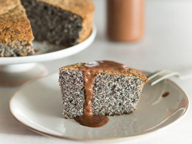 Mohnkuchen mit Schokoladensauce