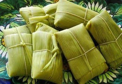 HUMITAS DE CHOCLO 8 ears of corn (choclos humeros) 1 sprig of sweet basil 1 teaspoon of paprika (ají de color) 1 onion 1/8 kg (1/2 c...