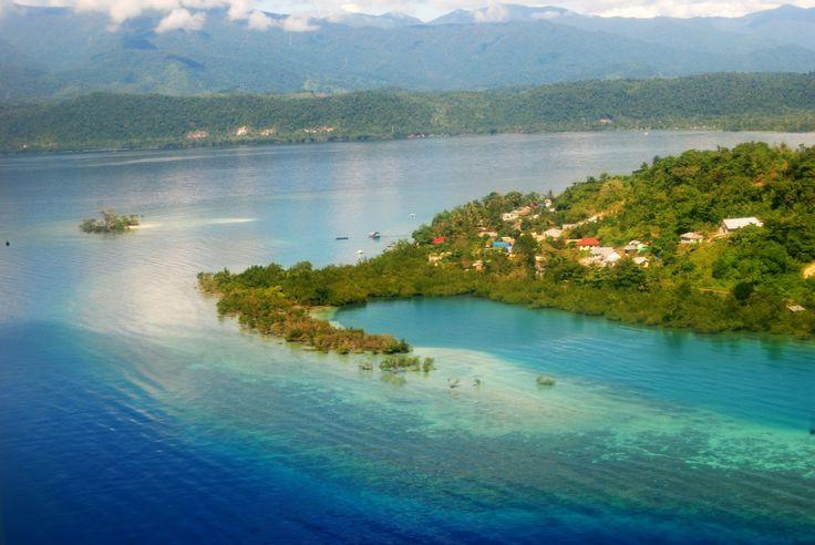 Wisata Manokwari, ibu kota dari Provinsi Papua Barat, terletak di pantai utara daerah kepala burung Pulau Papua. Kota ini mendapat julukan kota buah karena.