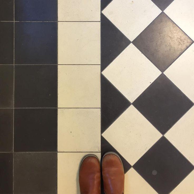 G O L V K Ä R L E K 🖤 Lämnade denna fina gamla tågstation i Alvesta nyss. På väg till Malmö med mamma, för att gå på stan, äta lite, fika lite... Är det någon som har några bra tips på mysiga ställen, inredningsbutiker eller matställen i Malmö? 😊