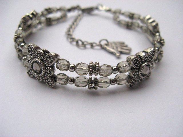 Armband met metalen tussen stukjes en diamond glas facet kralen.
