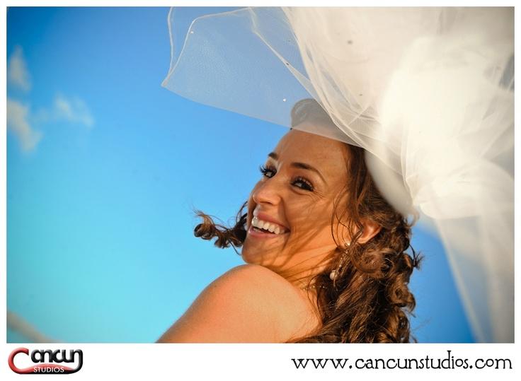 Beautiful Bride  Dreams Cancun Resort, Mexico  www.cancunstudios.com