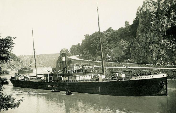 Το νεότευκτο ατμόπλοιο VAGLIANOS, κατασκευάστηκε το 1895 στο Ηνωμένο Βασίλειο. / The steamship VAGLIANOS built in 1895 for Panaghis Vaglianos in the United Kingdom.