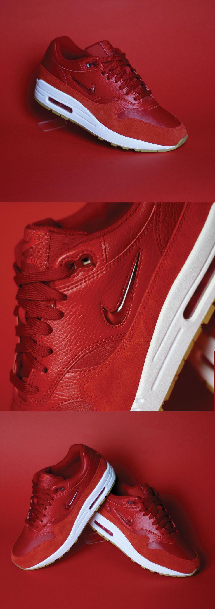 """Nike Air Max 1 Premium SC Jewel """"Gym Red"""" #sneakers #nike Con las líneas de diseño cosidas y la amortiguación visible de las originales, las zapatillas Air Max 1 Premium SC para hombre destacan con el logotipo Swoosh."""